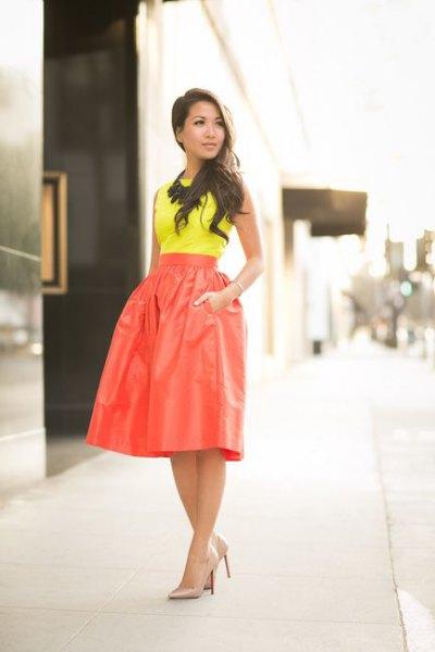 gul topp hög midja röd kjol