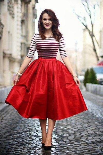 vit och svart randig röd midi flare kjol