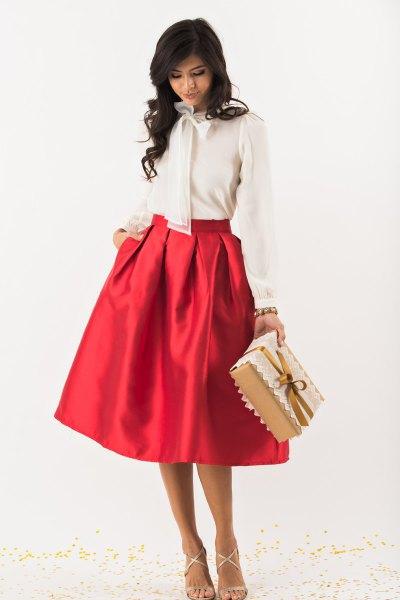 vit rosett chiffongblus röd midi flare kjol