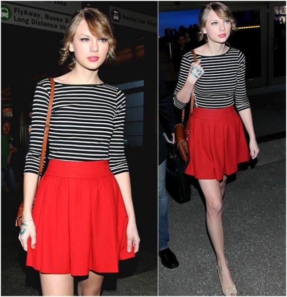 svartvitt randig halvärmad T-shirt röd utsvängd kjol
