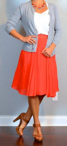 röd kjol vit topp grå kofta