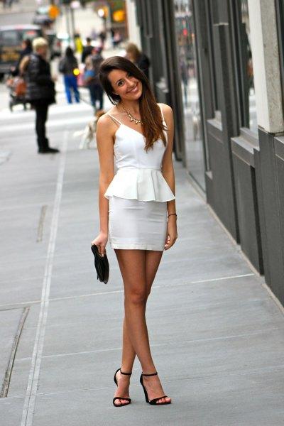 vit peplumklänning med spagettiremmar