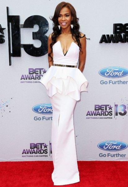vit peplum fishtail klänning med bälte