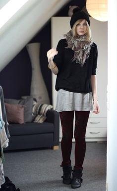 svart tröja över grå överdimensionerad t-shirt