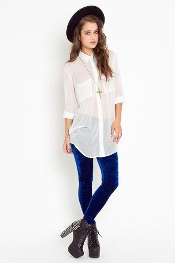 lång vit chiffongskjorta blå sammet leggings