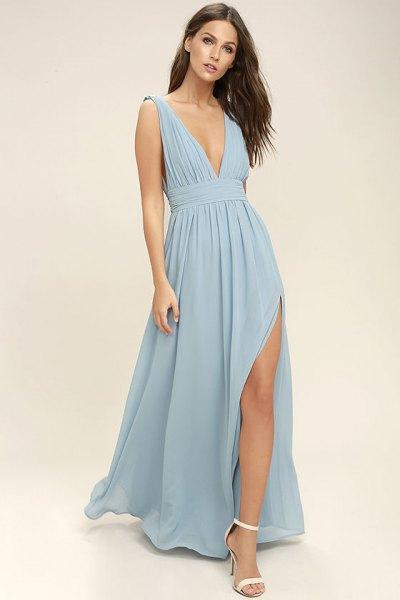 rynkad midja ljus kricka blå hög split chiffong klänning med vita öppna tå klackar