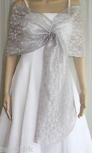 Vit brudklänning i silver