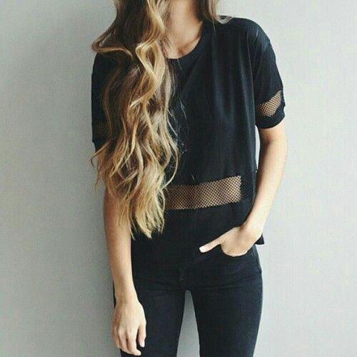 svart mesh-t-shirt med smala jeans