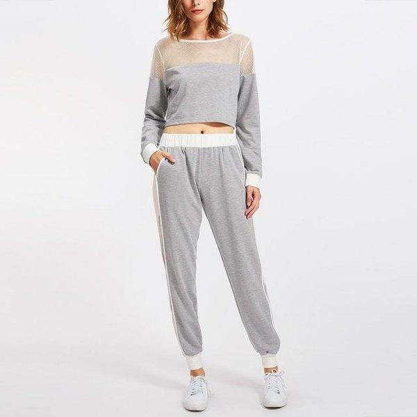 grå mesh och kort tröja med matchande joggebyxor