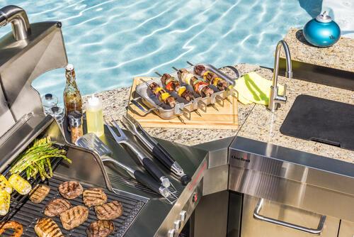 Char-Broil® Medallion Series ™ Modular Outdoor Kitchen Corner vid.