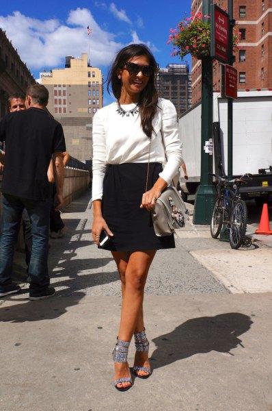 silver glittrande klackar sandaler vit tröja svart penna kjol