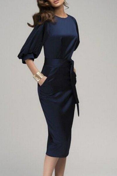 mörkblå midiklänning med sidenband och halva ärmar