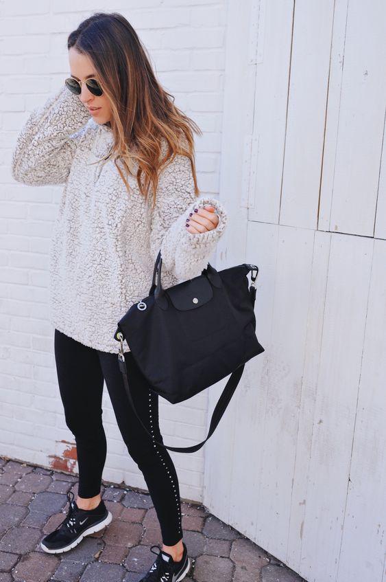 svarta fleece tröja sneakers