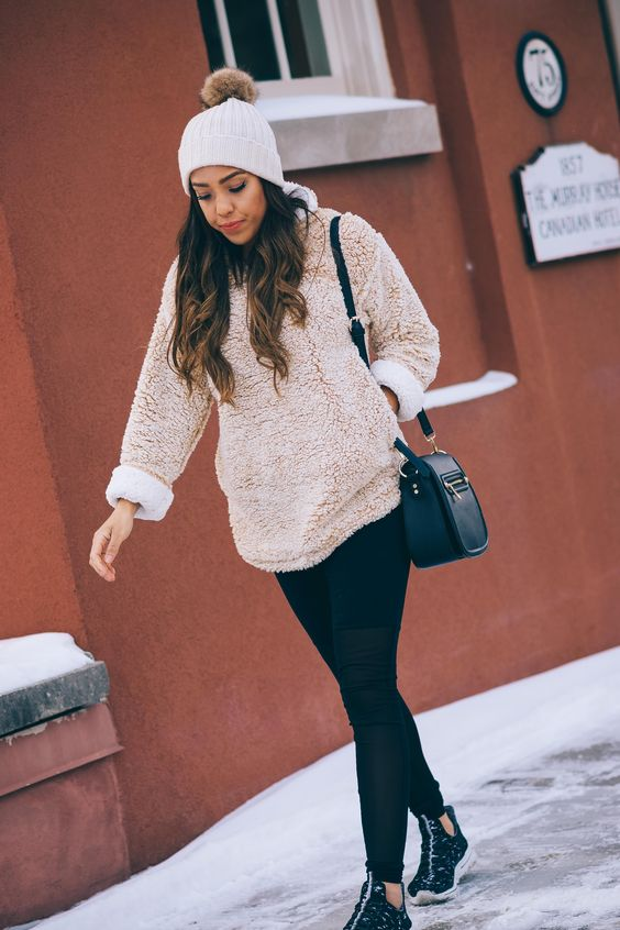 Fleece pullover beige svart