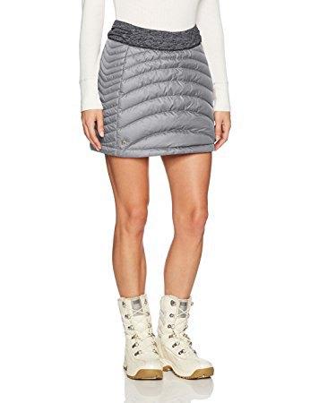 vit tröja med ljusgrå dun kjol