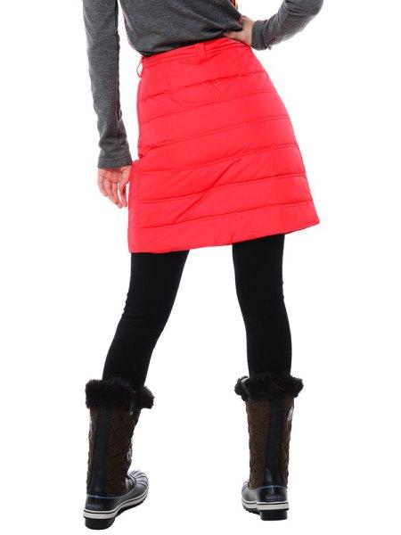 grå långärmad T-shirt med röd minikjol