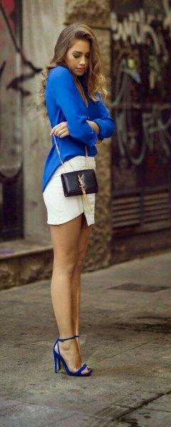 blå kragefri skjorta med djup V-ringning, vit, figur-kramande minikjol