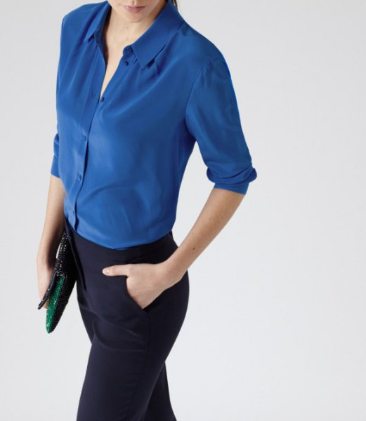 blå sidenskjorta svart klänningbyxor