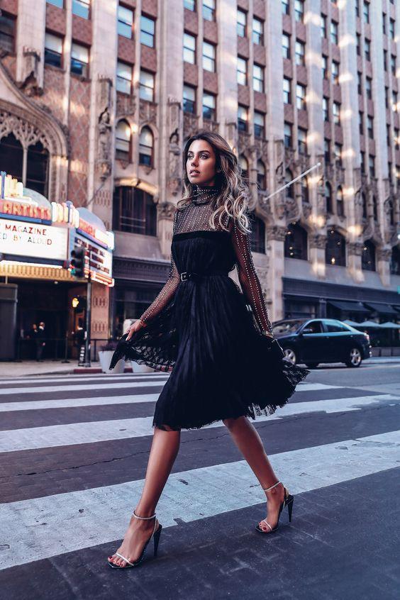 svart mesh klänning upptagen