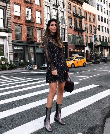 svart mesh klänning blommor