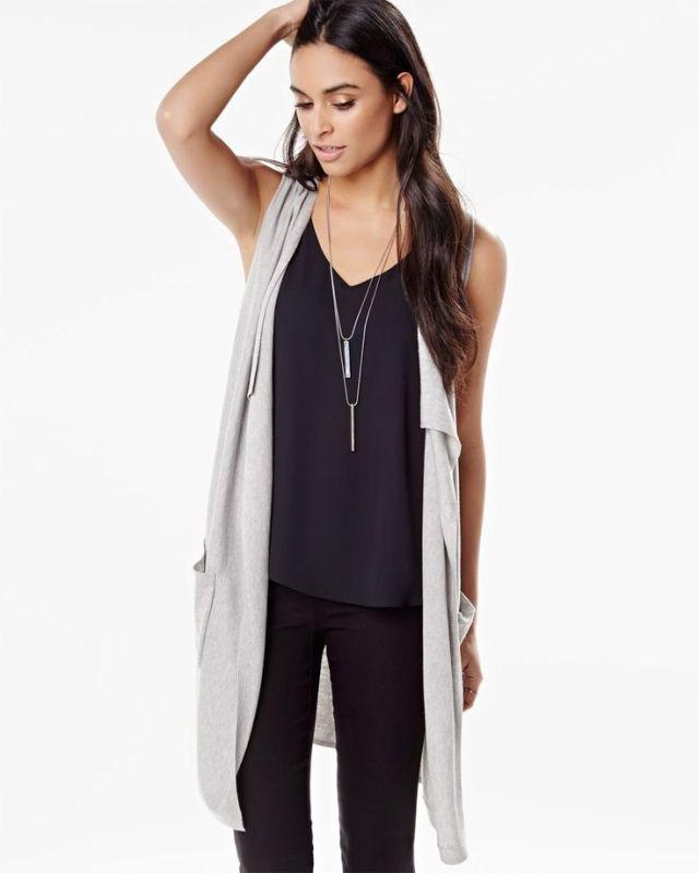 lång ärmlös kofta helt svart outfit