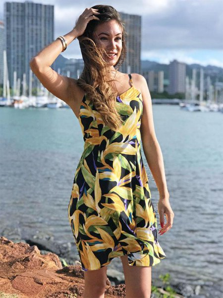 gul och svart ärmlös hawaiiansk sommarklänning