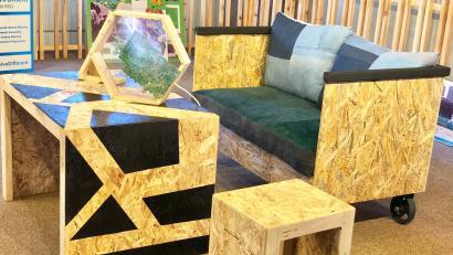 Kenyas FunKidz använder avfall för att göra miljövänliga möbler - kvarts.