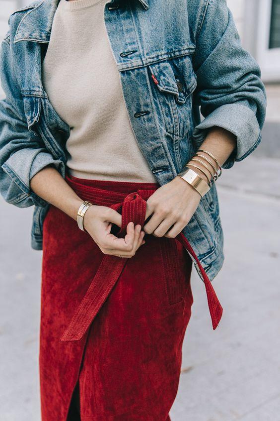 röd omslag av mockakjol