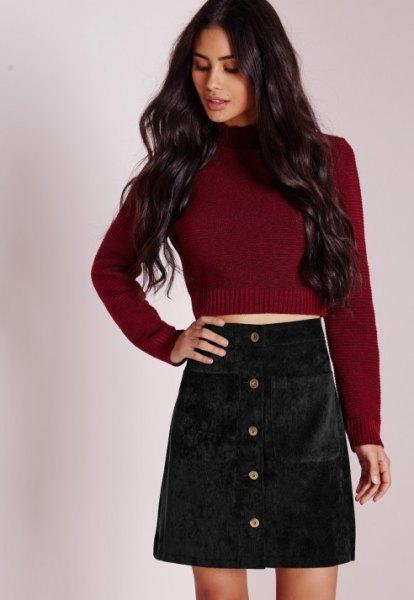 Bourgogne röd stickad tröja med svart minikjol i corduroy