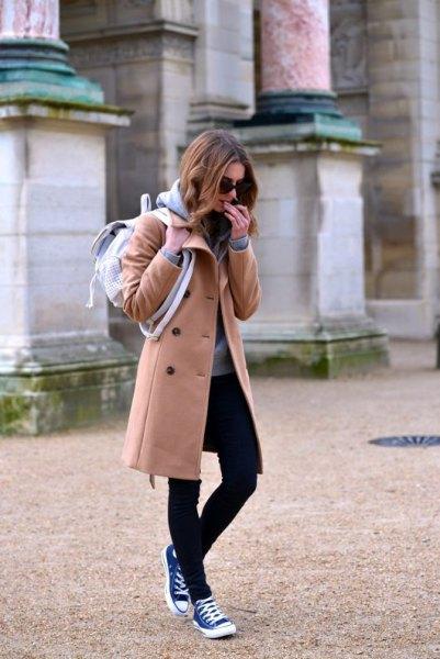 lång fleece jacka svarta skinny jeans höga Converse