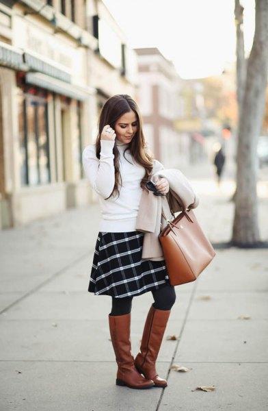 vit tröja rutig kjol knä höga stövlar