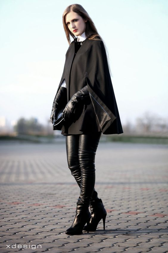 långa svarta handskar läderbyxor