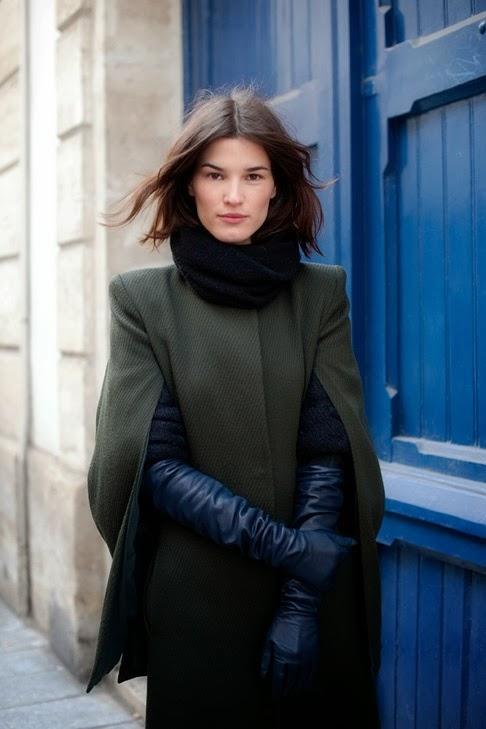 långa svarta handskar vit kappa