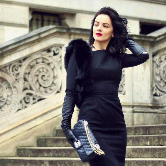 långa svarta handskar liten svart klänning