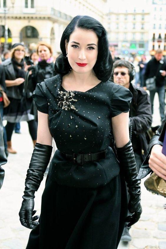 långa svarta handskar svart klänning