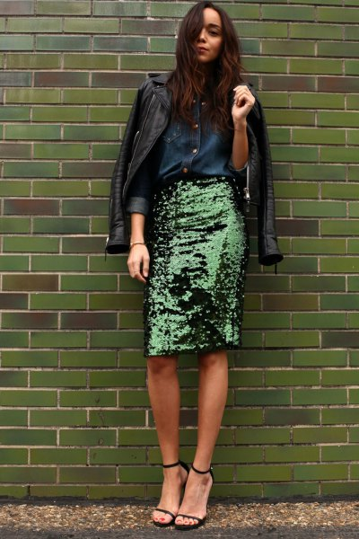 svart läderjacka med knappskjorta och paljett kjol i midi brons