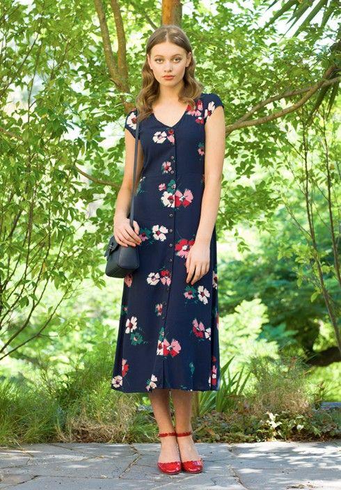 Marinblå blommig klänning nedåt