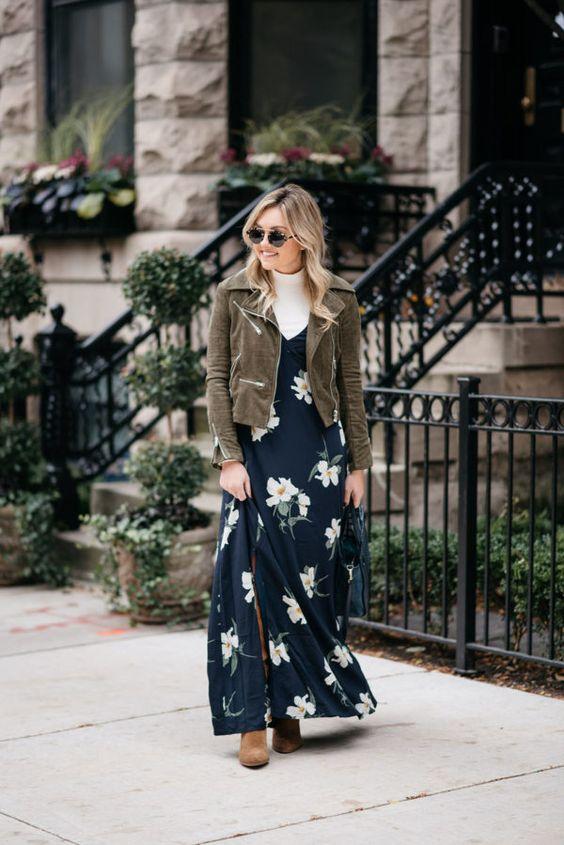 Skiktad marinblå blommig klänning
