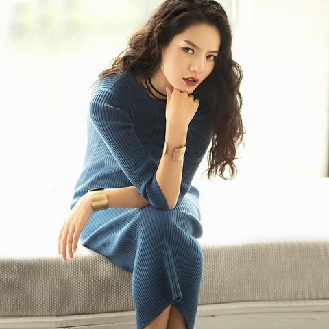 Mörkblå, ribbad midi slim fit tröja klänning av bomull