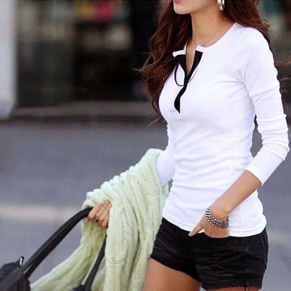 vit långärmad skjorta i polobomull med svarta minishorts