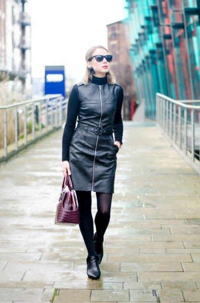 svart tröja med konstläderklänning med dragkedja fram
