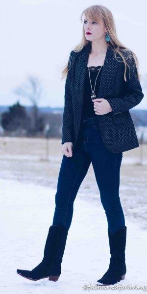 svart spets topp med mörkblå kavaj och smala jeans
