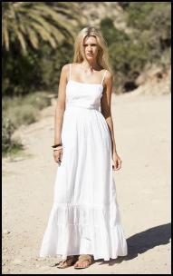 vit golvlång luftig klänning med spagettirem