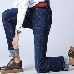 vit tryckt blus med mörkblå, fleecefodrad jeans med muddar och oxfordskor