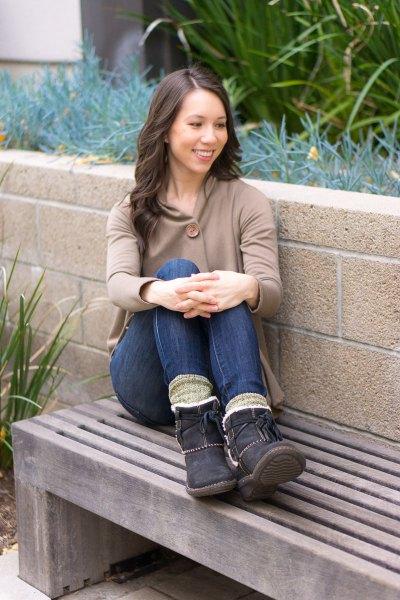 grå huva med mörkblå skinny jeans med fleecefoder