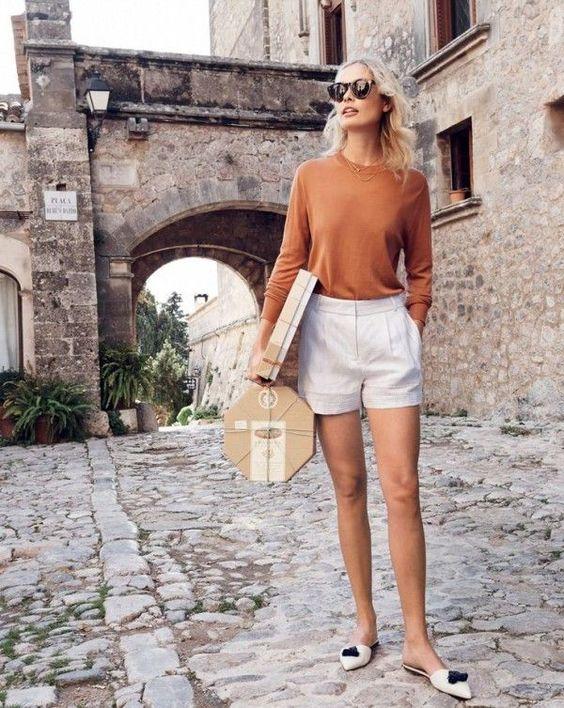 brända orange tröja vita shorts