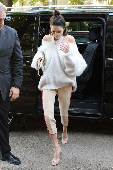 Cashmere tröja med kall axel