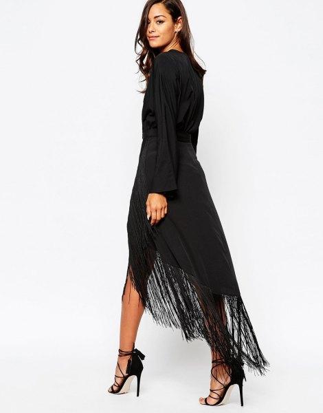 svart långärmad maxiklänning med höga fransar