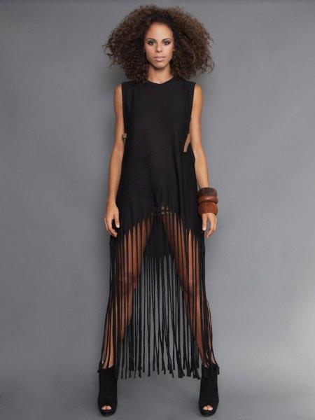 miniklänning i svart ärm långa fransar