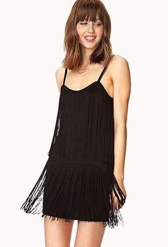 svart klänning med spagettiband och fransar